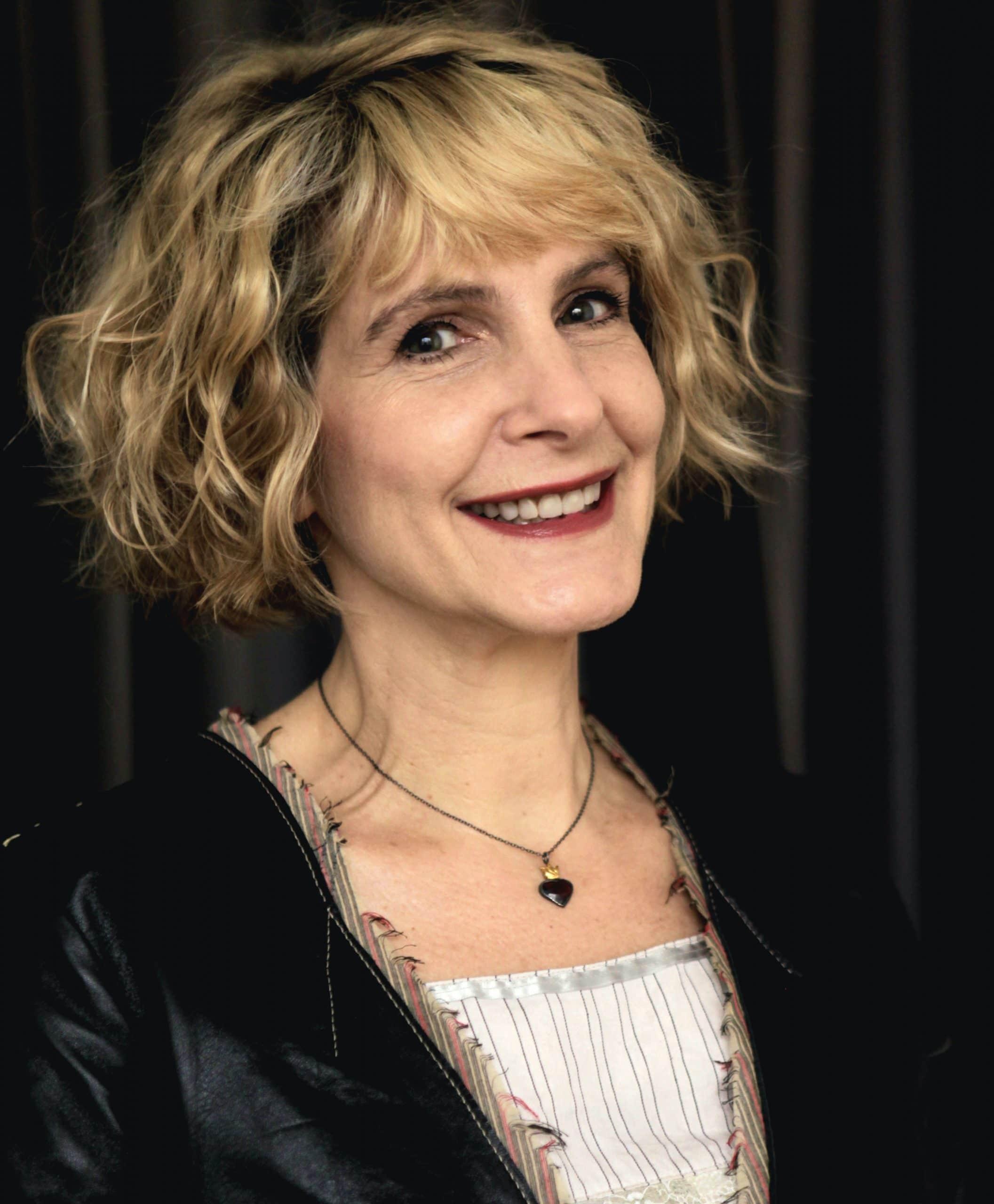 Simone Kaplan Right